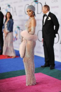 How To Dress Like Rihanna – Her Top 5 Best Outfits